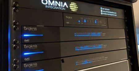 Omnia 1U Service Plate